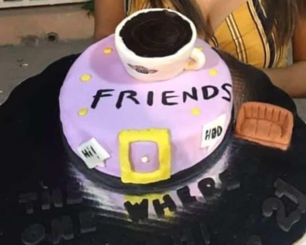 - ¿Un cafecito en el Central Perk?- Sí, pero sin pastel.