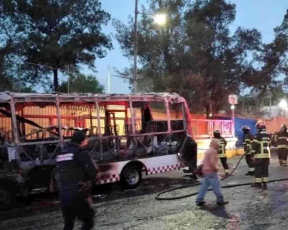"""El Big Data - """"Primera advertencia""""; presuntos extorsionadores incendian  camión de pasajeros en EDOMEX"""